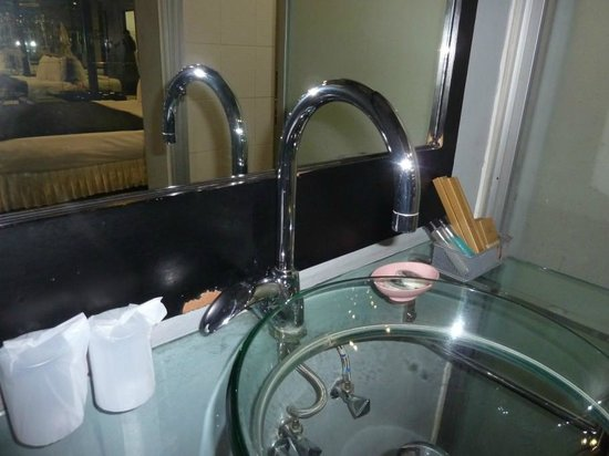 The Adventure Hotel: Bathroom