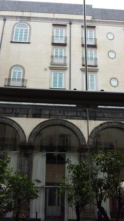Palazzo Caracciolo Napoli MGallery by Sofitel: Il cortile...
