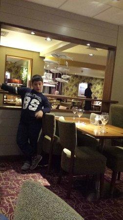 Premier Inn London Kensington (Earl's Court) Hotel : sala ristorante e colazione