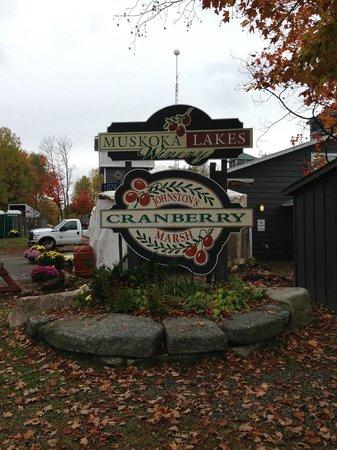 Johnston's Cranberry Marsh & Muskoka Lakes Winery: Sign at Johnston's Cranberry Marsh