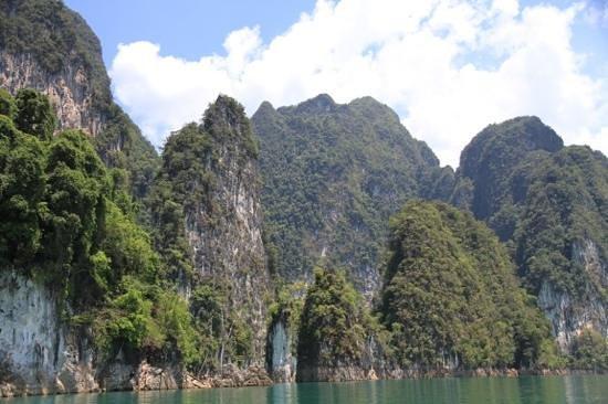 Green Andaman Travel: Amazing rock formations on Choew Lan lake