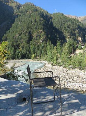 Banjara Camp &  Retreat - Sangla Valley Camp: Sit all day here. Baspa river.