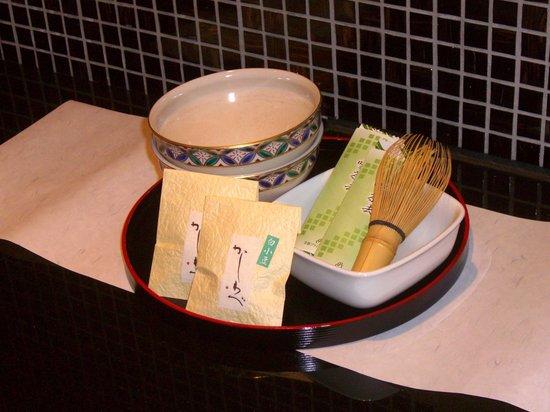 Kyoto Brighton Hotel: complimentary green tea