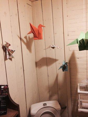 Aux oiseaux de passage : Même les WC sont poétiques!