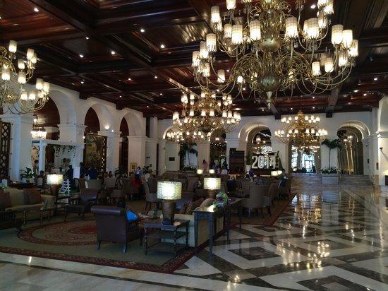 The Manila Hotel: Hall