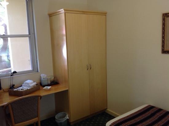 Anderledy Lodge : single room