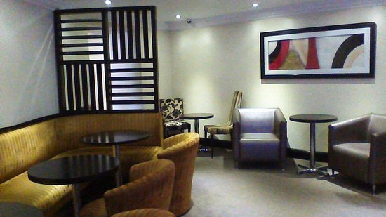 The Popinjay Hotel and Spa: quiet seating areas