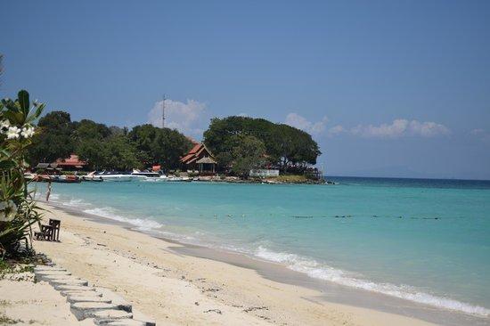 P.P. Erawan Palms Resort: Beachfront view