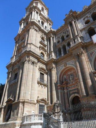 "Malaga Cathedral : ""Однорукий собор в Малаге"