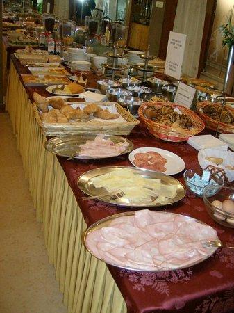 Hotel Garibaldi : banchetto colazione
