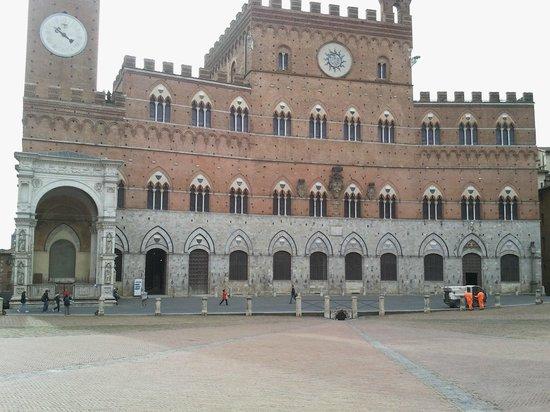 Piazza del Campo : Il Palazzo Comunale