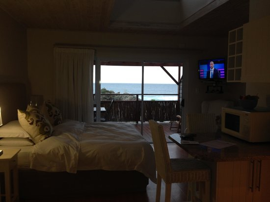 Singing Kettle Beach Lodge & Restaurant: Standard Room
