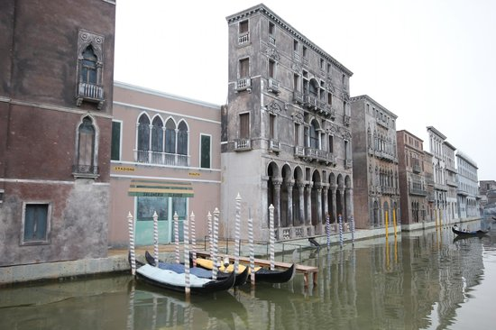 Italy in Miniature : Venezia ricostruita in formato gigante, vista dal Canale in barchetta