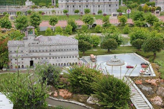 Italy in Miniature : Perugia: Piazza IV Novembre e il Palazzo dei Priori