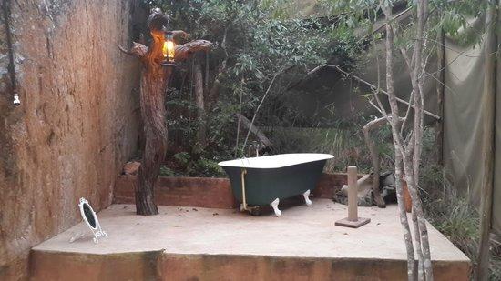 Black Leopard Camp: Outdoor Bathroom - so much fun