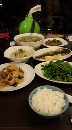 Fuyam Tourist Home: Excellent home cook food