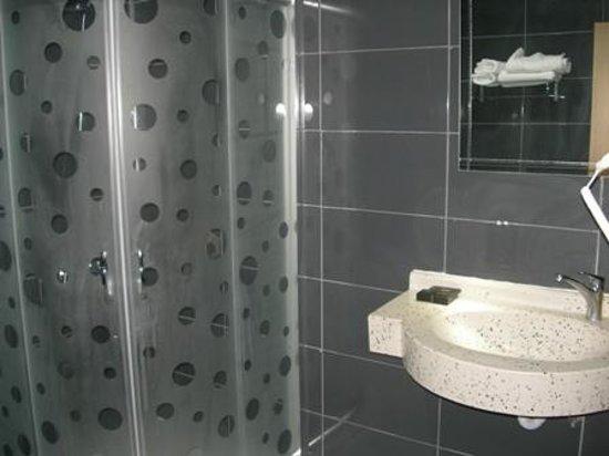 The Apple Palace: Bathroom 1