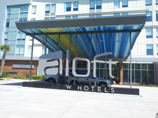 Aloft Charleston Airport Convention Center Front Of Hotel Sc