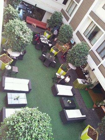 Citrus Hotel Lonavala : central court