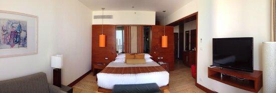 Beresheet: a simple balcony desert view room
