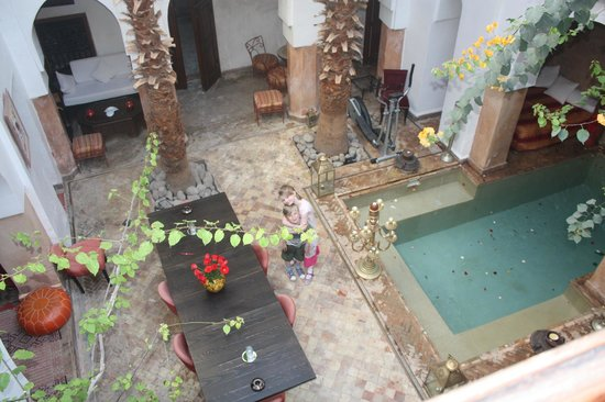 Ryad Noura : Looking down into the courtyard