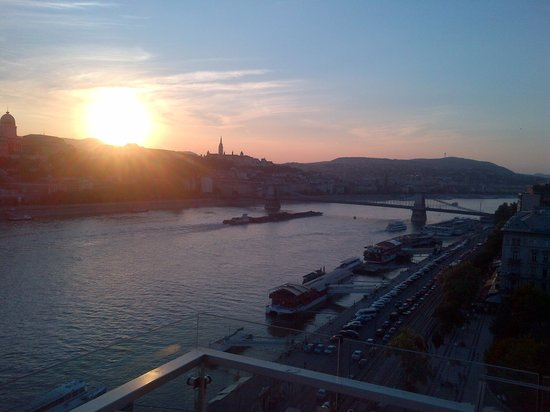 Budapest Marriott Hotel : Sun set viewed from the lounge