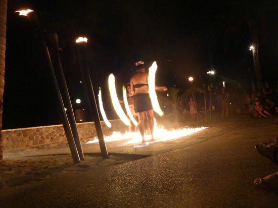 Radisson Blu Resort Fiji Denarau Island: Fire Show