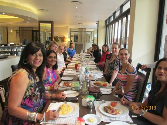 aha Royal Palm Hotel: Breakfast with all the ladys