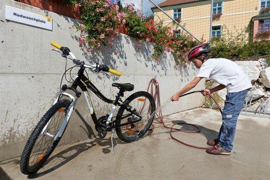 JUFA Hotel Deutschlandsberg - Sport-Resort: Bike cleaning area
