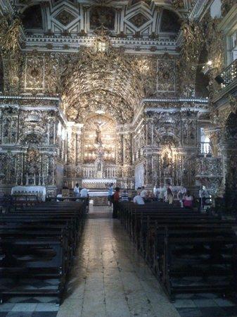 Igreja Sao Francisco : церковь внутри, резные деревянные украшения