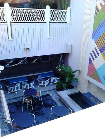 Ivanhoe hotel: ground floor lounge