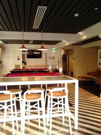 Ivanhoe hotel: pool tables