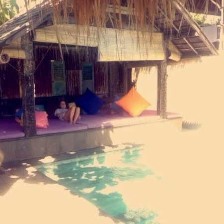 Rapture Surfcamp Bali : By the pool