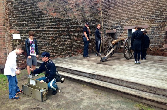 Old Fort Jackson: Learning how to fire a cannon