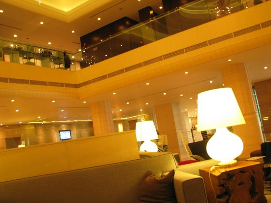 Carlton Hotel Singapore: Great Lobby