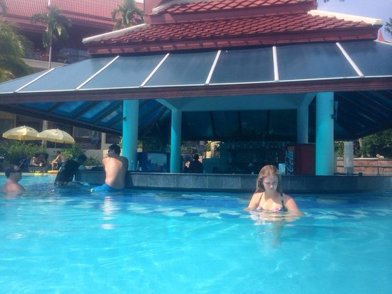 Krabi Thai Village Resort: Pool bar