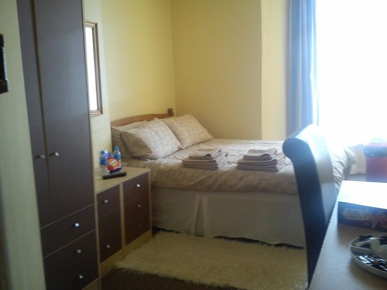 """Pier View Hotel: Family """"Yellow Zone"""" - double bedroom"""