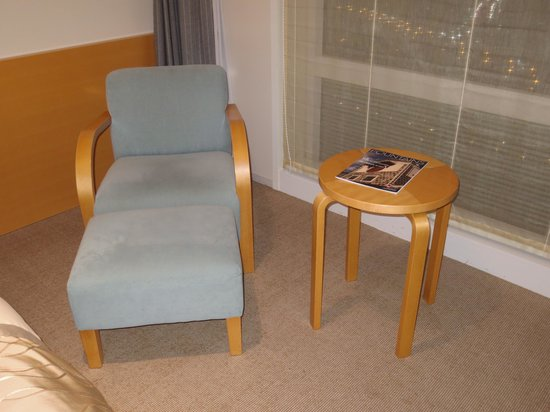 Hotel Nikko Niigata: テーブル&チェア
