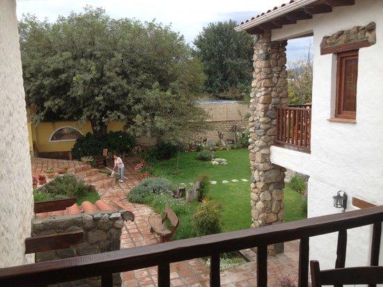 Hotel Killa Cafayate: Garden and pool