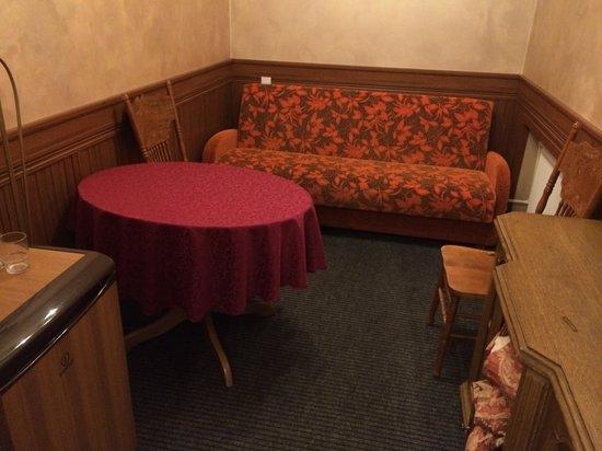 Hotel Regina: room 22 living room