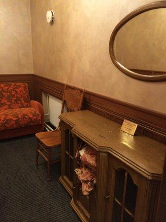 Hotel Regina: living room 22