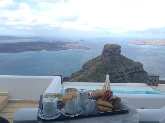 Tholos Resort : Breakfast by the Volcano