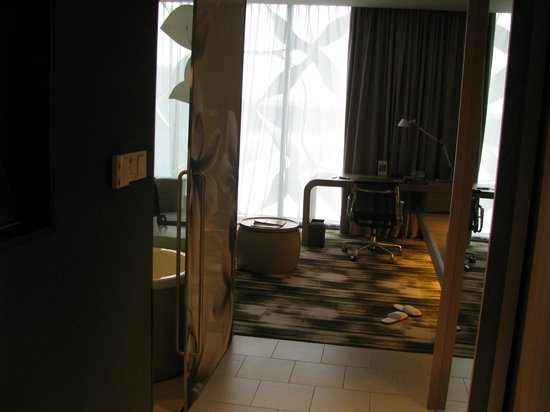 Crowne Plaza Changi Airport: The room