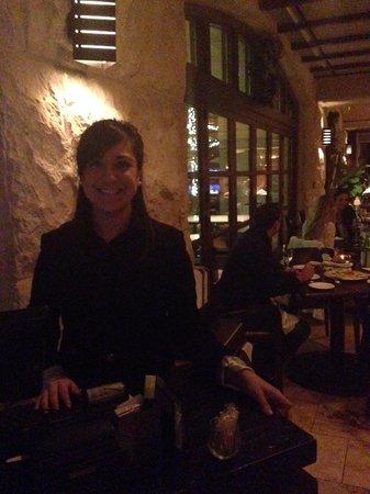 Zocca Cuisine D'Italia: スタッフが笑顔でお出迎え