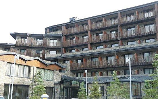 Hotel Piolets Park & Spa: La fachada del edificio