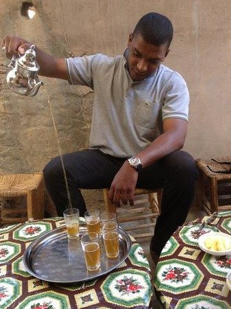 Krikich Day Tours: Tee serving in Ourika