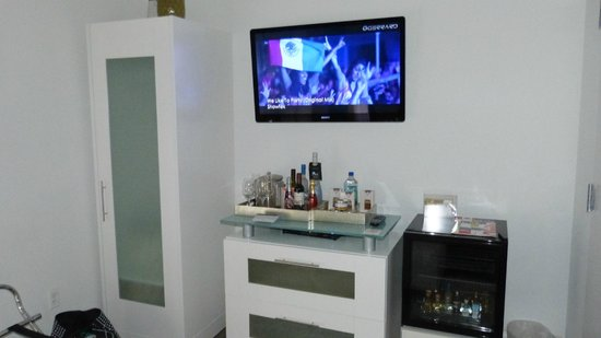 Ithaca of South Beach Hotel: Multimedia Tv