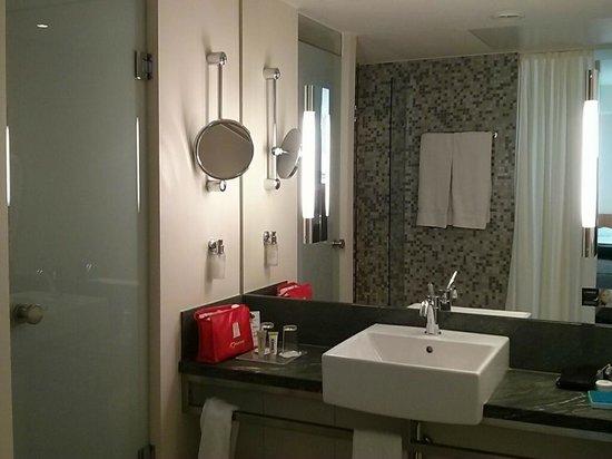 Lindner Hotel Am Ku'damm: Bathroom