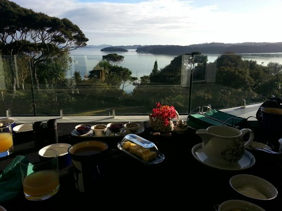 Cherry Bay Lodge: Breakfast with a view