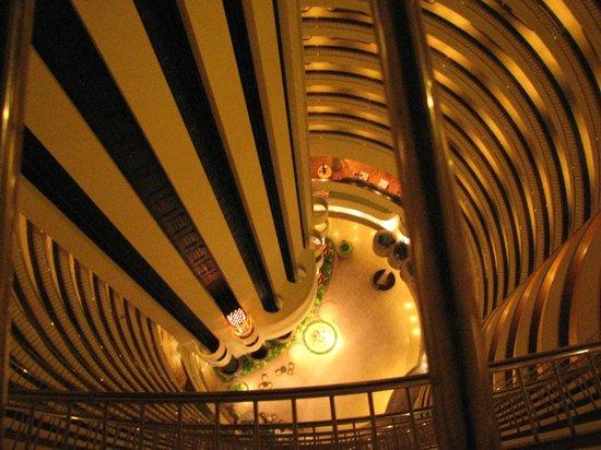 Holiday Inn Singapore Atrium: View down to the lobby